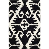 "Safavieh Hand-made Wyndham Black/ Ivory Wool Rug - 2'6"" x 4'"
