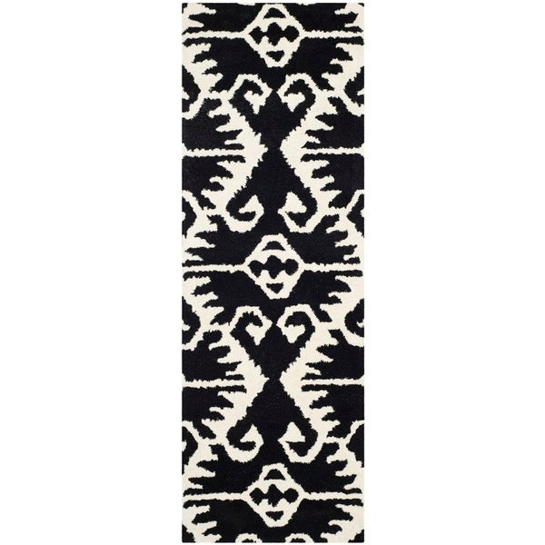 Safavieh Hand-made Wyndham Black/ Ivory Wool Rug (2'3 x 9')