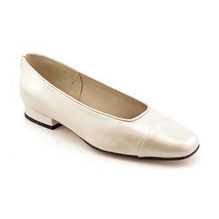 Vaneli Women's 'FC-313' Leather Dress Shoes - Narrow (Size 9.5 )
