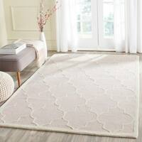 Safavieh Handmade Moroccan Cambridge Light Pink/ Ivory Wool Rug - 5' x 8'