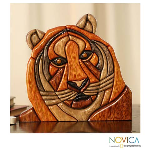 Handmade Ishpingo Wood 'Majestic Tiger' Sculpture (Peru)