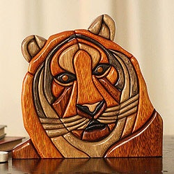 Handcrafted Ishpingo Wood 'Majestic Tiger' Sculpture (Peru)