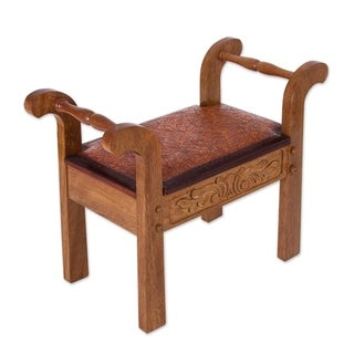 Handmade Cedar and Leather 'Colonial Blond' Stool (Peru)