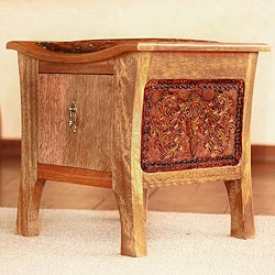 Handmade Tornillo Wood and Leather 'Colonial Floral Rhythm' End Table (Peru)