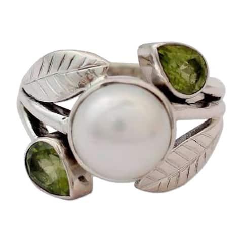 Handmade Sterling Silver Mumbai Romance Freshwater Pearl Peridot Ring (India)