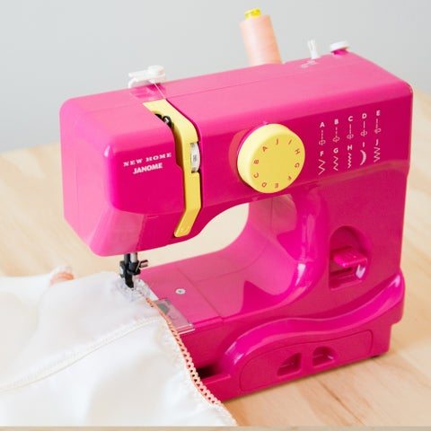 Janome Fastlane Fuschia Basic Easy-to-use 10-stitch Free-arm Portable 5-pound Compact Sewing Machine