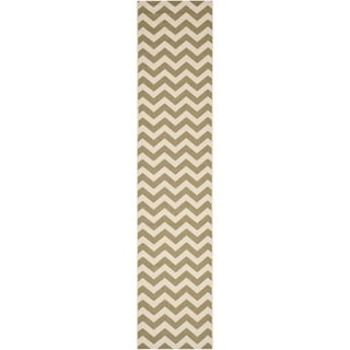 Safavieh Courtyard Chevron Green/ Beige Indoor/ Outdoor Rug (2'3 x 10')