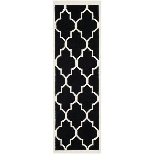 Safavieh Hand-woven Moroccan Reversible Dhurrie Black Wool Rug - 2'6 x 12'
