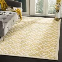 Safavieh Handmade Moroccan Chatham Light Gold/ Ivory Geometric Pattern Wool Rug - 7' Square