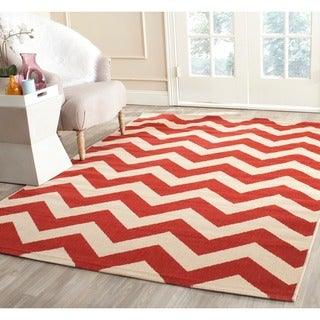 Safavieh Courtyard Chevron Red Indoor/ Outdoor Rug (7'10 Square)