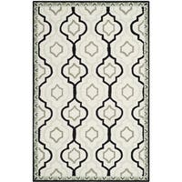 Safavieh Hand-made Chelsea Ivory/ Black Wool Rug - 5'3 x 8'3