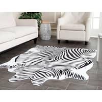 "Safavieh Faux Zebra Black/ White Polyester Rug - 5' x 6'6"""