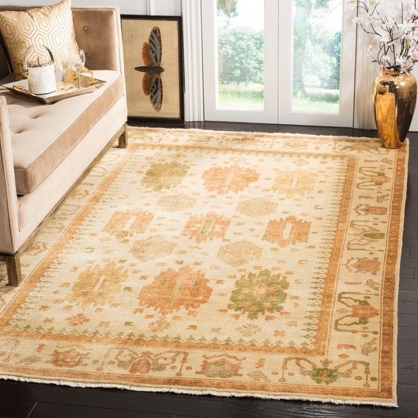 Safavieh Hand-knotted Oushak Ivory Wool Area Rug - 8' x 10'
