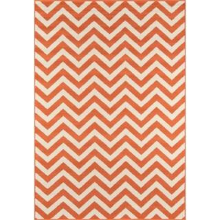 Indoor/ Outdoor Orange Chevron Rug (3'11 x 5'7)