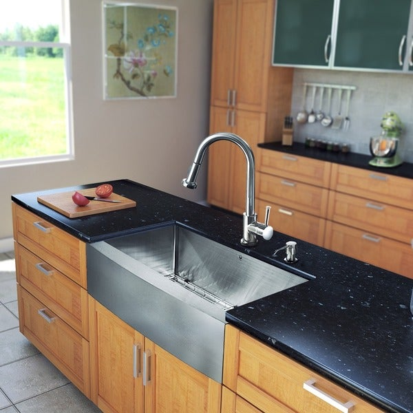 VIGO All-in-One 33-inch Stainless Steel Farmhouse Kitchen Sink and Harrison Chrome Faucet Set
