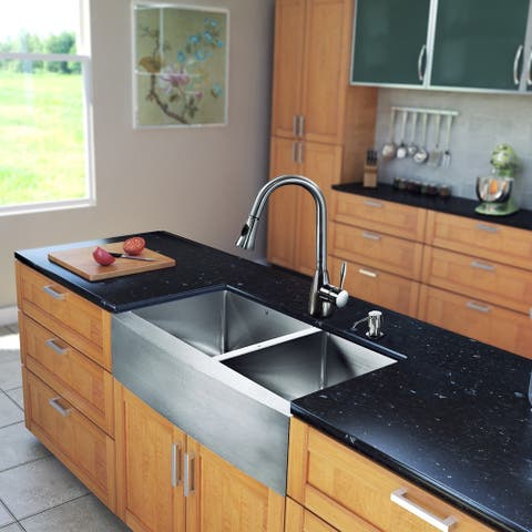 VIGO All-in-One 33-inch Stainless Steel Farmhouse Kitchen Sink and Aylesbury Stainless Steel Faucet Set