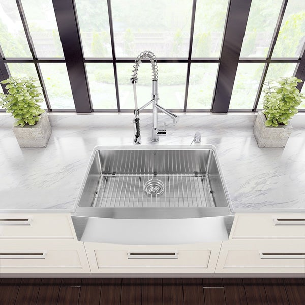 Vigo Al- in-one 33-inch Farmhouse Stainless Steel Kitchen Sink and Chrome Faucet Set