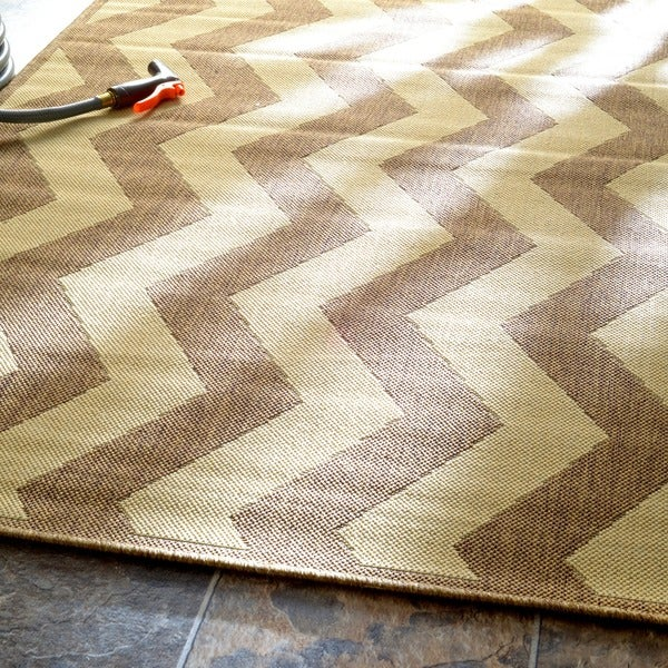 nuLOOM Modern Indoor Outdoor Vertical Chevron Taupe Rug