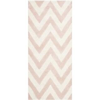 Safavieh Handmade Moroccan Cambridge Light Pink/ Ivory Wool Rug (2'6 x 12')