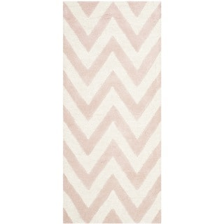 Safavieh Handmade Moroccan Cambridge Light Pink/ Ivory Wool Rug (2'6 x 6')