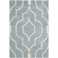 Safavieh Handmade Moroccan Chatham Blue/ Ivory Wool Geometric-pattern Rug - 2' x 3'