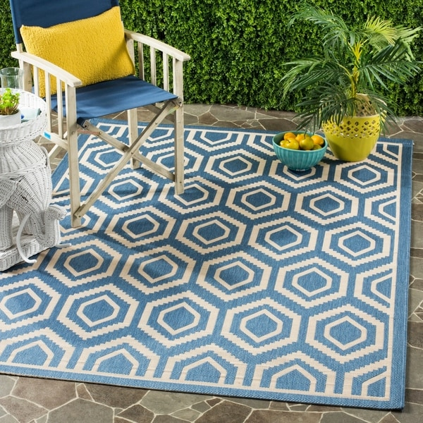 Safavieh Courtyard Honeycomb Blue/ Beige Indoor/ Outdoor Rug - 8' x 11'