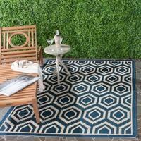 """Safavieh Courtyard Honeycomb Navy/ Beige Indoor/ Outdoor Rug - 4' x 5'7"""""""