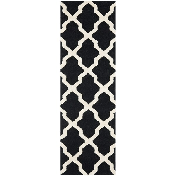 Safavieh Handmade Moroccan Cambridge Black/ Ivory Wool Rug - 2'6 x 20'