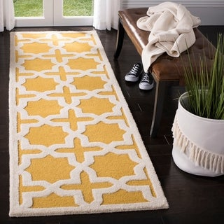 Safavieh Handmade Moroccan Cambridge Gold/ Ivory Wool Rug (2'6 x 8')