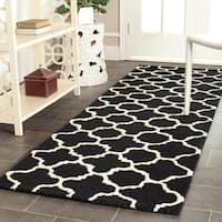 Safavieh Handmade Moroccan Cambridge Black/ Ivory Geometric-pattern Wool Rug - 2'6 x 10'