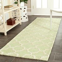 Safavieh Handmade Moroccan Cambridge Light Green/ Ivory Wool Rug - 2'6 x 6'