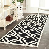 Safavieh Handmade Moroccan Cambridge Black/ Ivory Wool Rug - 2'6 x 6'