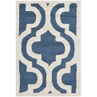 Safavieh Handmade Moroccan Cambridge Navy/ Ivory Wool Rug (2' x 3')
