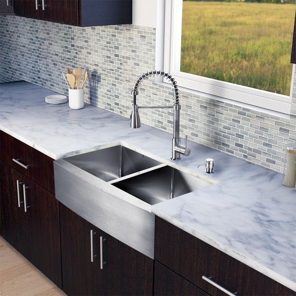 VIGO All-in-One 33-inch Stainless Steel Farmhouse Kitchen Sink and Brant Stainless Steel Faucet Set