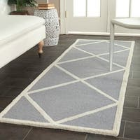Safavieh Handmade Moroccan Cambridge Silver/ Ivory Wool Rug with Durable Backing - 2'6 x 6'