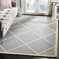 Safavieh Handmade Moroccan Cambridge Canvas-backed Silver/ Ivory Wool Rug - 5' x 8'
