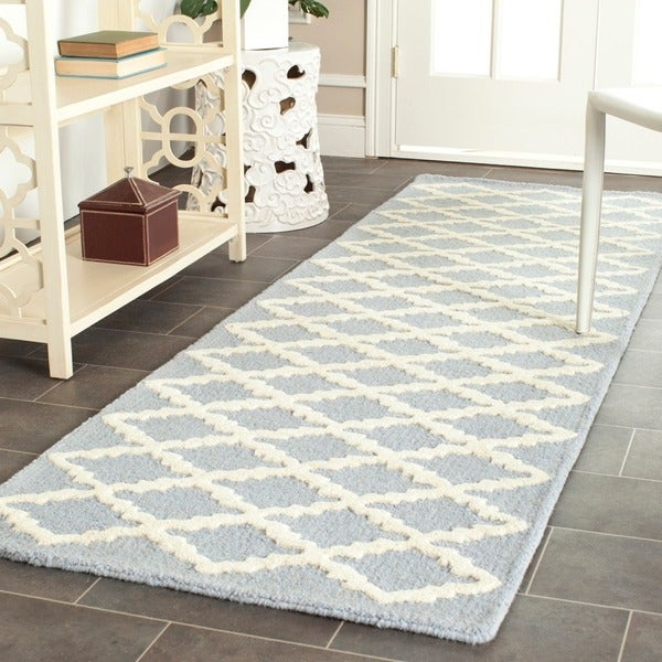Durable Safavieh Handmade Moroccan Cambridge Light Blue/ Ivory Wool Rug (2'6 x 6')