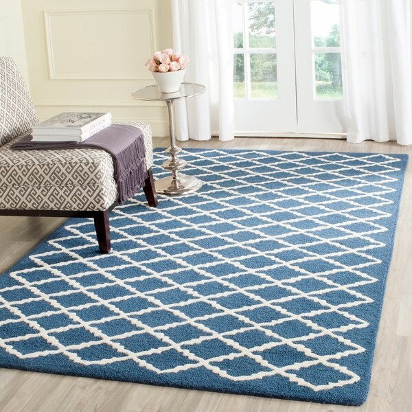 Safavieh Handmade Moroccan Cambridge Navy/ Ivory Small Diamonds Wool Rug - 5' x 8'