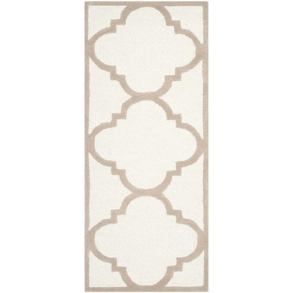 Safavieh Handmade Moroccan Cambridge Ivory/ Beige Wool Rug - 2'6 x 12'