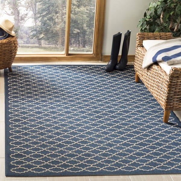 Safavieh Indoor/ Outdoor Courtyard Navy/ Beige Polypropylene Rug - 7'10 Square