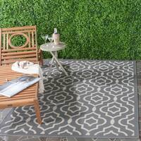 Safavieh Indoor/ Outdoor Courtyard Anthracite/ Beige Geometric Rug - 5'3 x 7'7