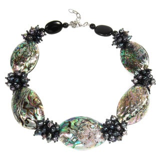 Handmade Tropical Beauty Genuine Peacock Abalone Shell Necklace (Thailand)
