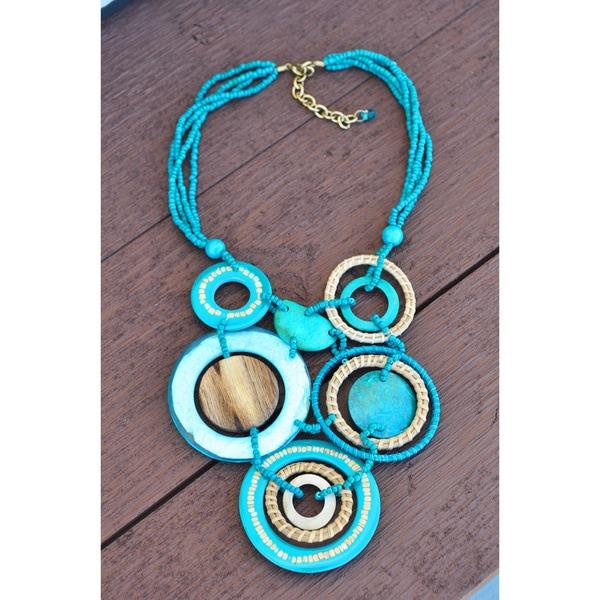Handmade Thai-handicraft Seashell Coconut Wood Necklace (Thailand)