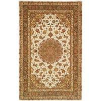 Safavieh Handmade Persian Court Ivory/ Light Olive Wool/ Silk Rug - 5' x 8'