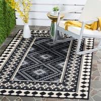 Safavieh Indoor/ Outdoor Veranda Black/ Cream Rug (6'7 x 9'6) - 6'7 x 9'6