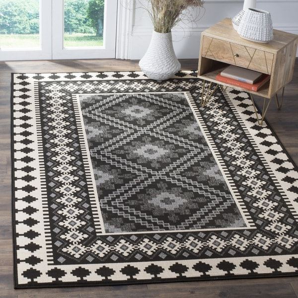 Safavieh Indoor/ Outdoor Veranda Black/ Cream Rug (6'7 x 9'6)
