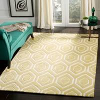 Safavieh Handmade Moroccan Chatham Light Gold/ Ivory Geometric Wool Rug - 8' x 10'
