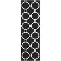 "Safavieh Hand-woven Moroccan Reversible Dhurrie Black/ Ivory Wool Rug - 2'6"" x 8'"