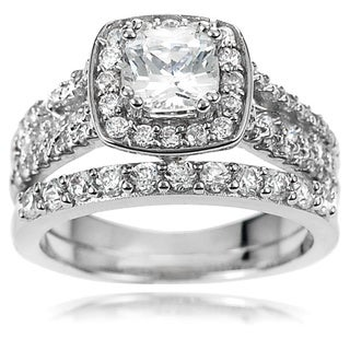 Journee Collection Women's Sterling Silver CZ Bridal Style Ring Set