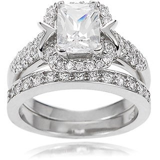 Journee Collection Women's Sterling Silver Cubic Zirconia Bridal Style Ring Set